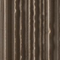 Rivestimento con tagli lineari su marmo Thala